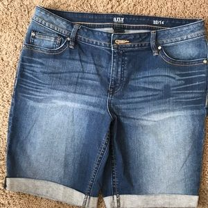 a.n.a. Size 32/14 ladies jeans shorts.